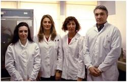 Izq. a der. Lic. Alejandra Velilla, Tec. Alejandra Méndez, Tec. Claudia Morsella y Dr. Fernando Paolicchi, del Laboratorio de Bacteriología de la EEA Balcarce del INTA.