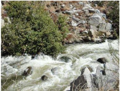 La presencia de un obstáculo (o varios) produce el paso de flujo laminar a turbulento.